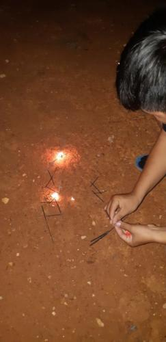 Creating patterns for the sparkler to burn one to the next.