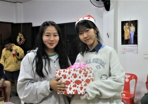 Mind receives a gift from her Christmas buddy, Muei!
