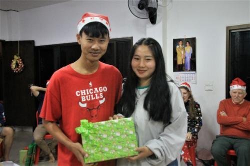 Muei get a gift from DeDee!