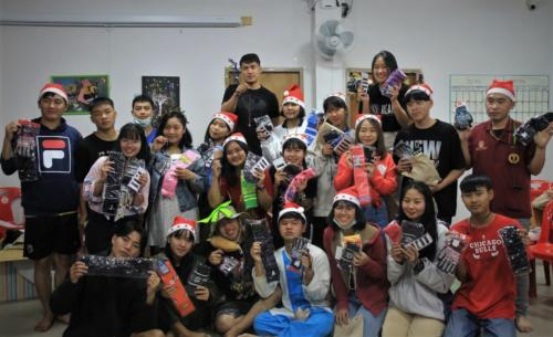 Everyone received a gift from Fuu a past graduate who now lives in Korea.