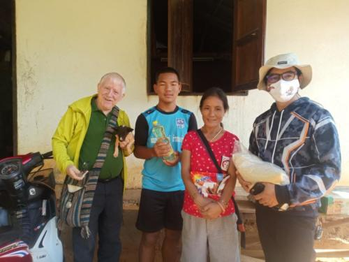 Bill, Tongchai, Meder & Asanee delivering food to Meder and family.